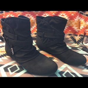 Adorable black booties - size 8.5